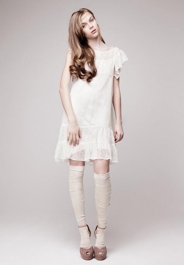 Фото свадебных платьев для маленьких девушек. Длина наряда может быть на ладонь выше колена либо же по щиколотку