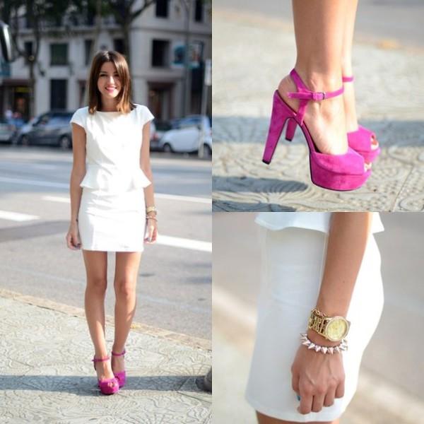 Туфли к белому платью с красными цветами