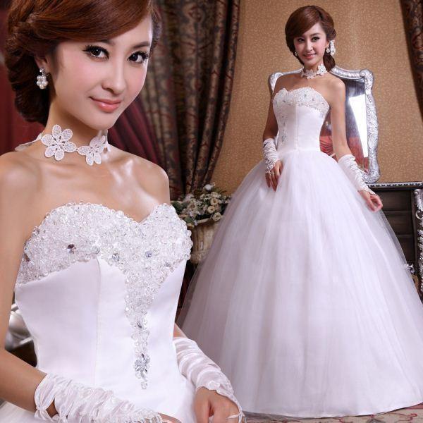 Платья для маленькой груди: свадебные для маленького бюста