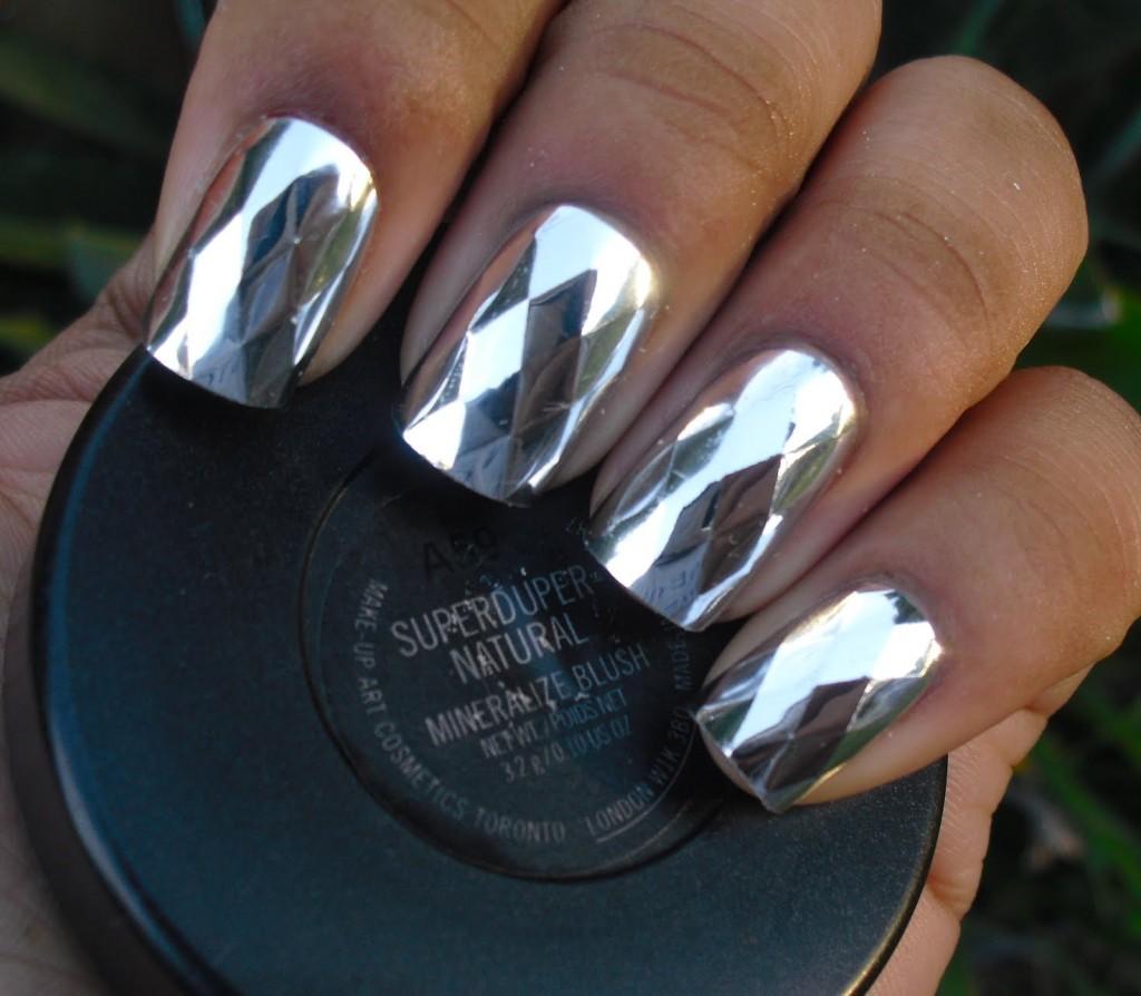 Дизайн ногтей к темно синему платью фото