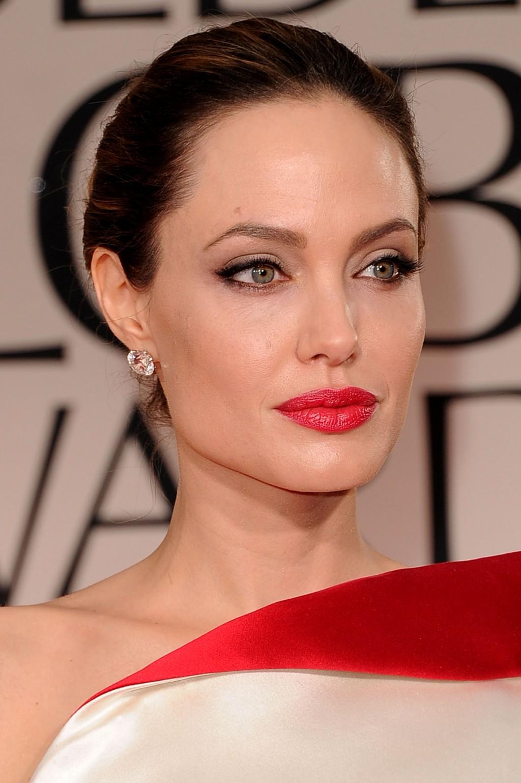 Какой макияж подходит к красным платьям